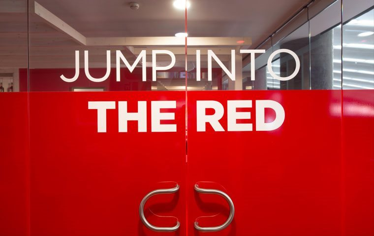 Jump-into-the-red_1(6)